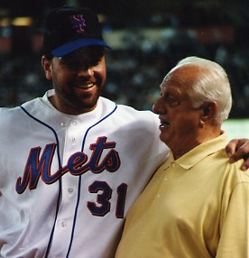 http://www.murraychass.com/wp-content/uploads/2009/03/mike-piazza-tommy-lasorda.jpg